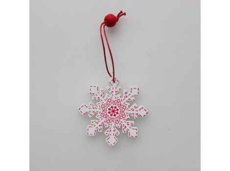 Деревянная снежинка белая