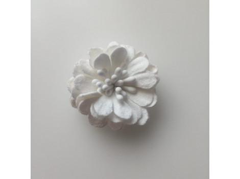Цветочек замшевый белый