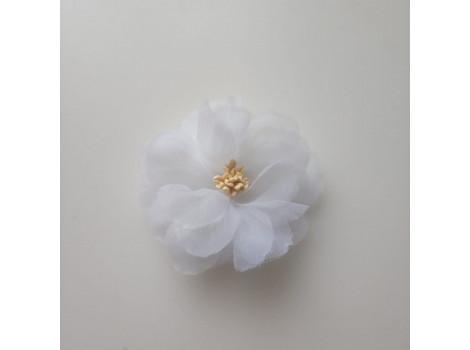 Цветочек из органзы крупный белый