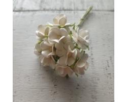 Цветочек вишни 1.5см белый