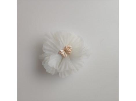 Цветочек из органзы рифленый молочный