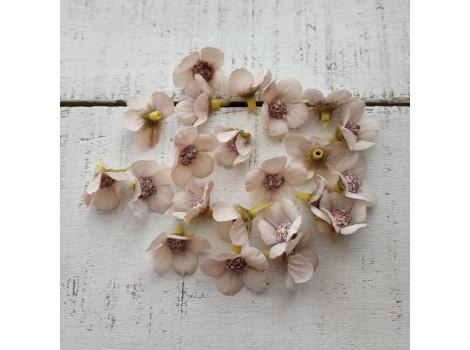 Цветочек мелкий 2 см кремовый