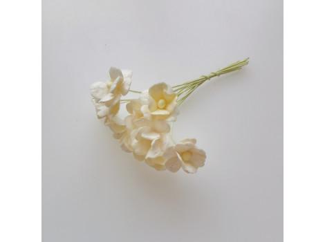 Цветочек вишни 1.5см молочный