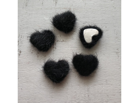 Пуговица сердечко пушистое черное