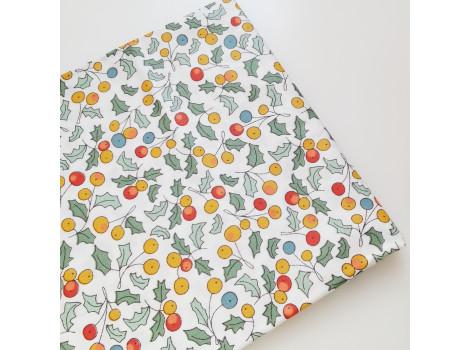 Хлопок с желтыми ягодками и листьями
