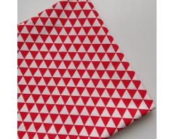 Хлопок с красными и белыми треугольниками
