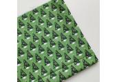Хлопок с нарядными елочками на зеленом фоне