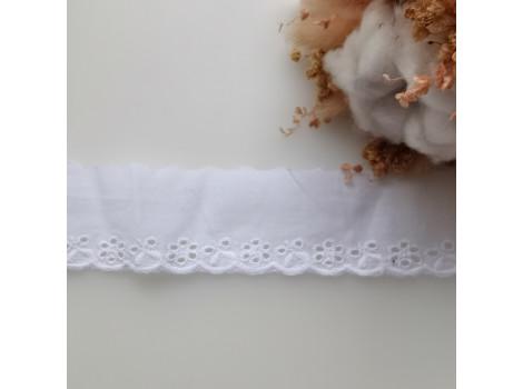 Кружево шитье с вышивкой с цветочками по краю 3.8 см цвет снежно-белый
