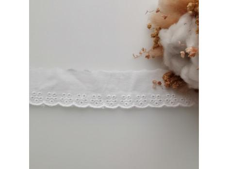 Кружево шитье с вышивкой с цветочками по краю 3.5 см цвет теплый белый