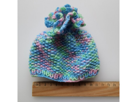 Вязаная шапочка разноцветная с бубоном