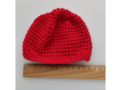 Вязаная шапочка красная