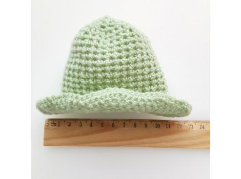 Вязаная шапочка-панамка нежно-зеленая