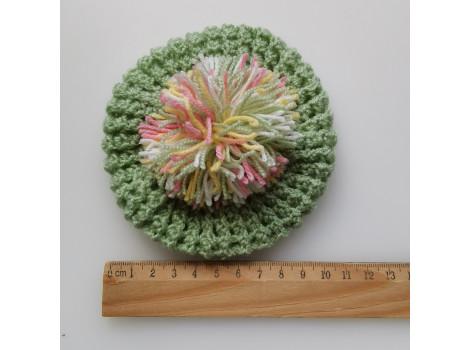 Вязаная шапочка берет светло-зеленый с помпоном
