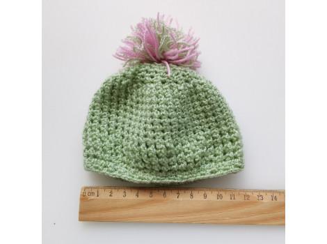 Вязаная шапочка светло-зеленая с розовым помпоном