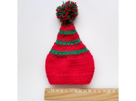 Вязаная шапочка колпак красный с зелеными полосками и помпоном