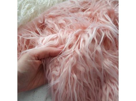 Искусственный мех длинноворсый волнистый розовый